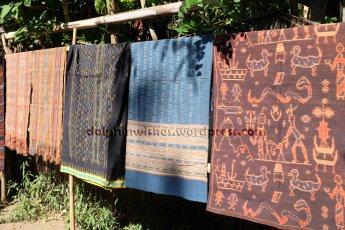 beberapa kain tenun ikat
