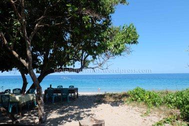 Pantai Paga dari warung makan pinggir laut